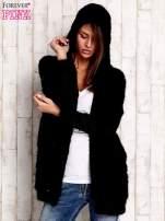 Czarny włochaty sweter z kapturem                                  zdj.                                  4