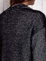 Czarny włochaty sweter z otwartym dekoltem                                  zdj.                                  8