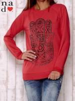 Czerwona bluza z motywem dłoni                                                                          zdj.                                                                         1