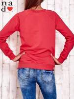 Czerwona bluza z wzorem serca                                  zdj.                                  4