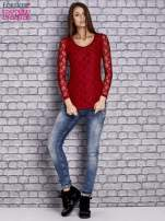 Czerwona bluzka z ażurowymi rękawami                                  zdj.                                  2