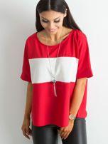 Czerwona bluzka z kontrastową wstawką                                  zdj.                                  1