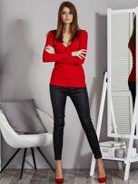 Czerwona bluzka z zatrzaskami przy dekolcie                                   zdj.                                  4
