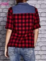 Czerwona koszula w kratę z denimową wstawką                                  zdj.                                  4