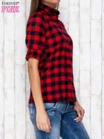 Czerwona koszula w kratę z podwijanymi rękawami                                  zdj.                                  3