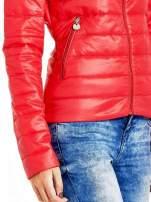 Czerwona lekka kurtka puchowa ze stójką