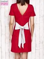 Czerwona sukienka dresowa wiązana na kokardę z tyłu                                  zdj.                                  4