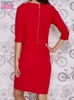 Czerwona sukienka z dekoltem w łódkę