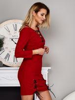 Czerwona sukienka ze sznurowaniami                                  zdj.                                  4