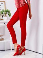 Czerwone dopasowane spodnie high waist                                   zdj.                                  3