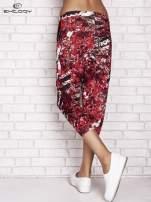 Czerwone spodnie capri z motywem floral print                                  zdj.                                  2