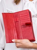 Czerwony cieniowany lakierowany portfel w motyle                                  zdj.                                  5