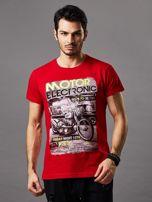 Czerwony t-shirt męski z motocyklem                                  zdj.                                  1