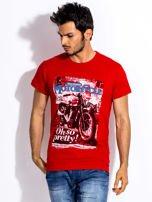 Czerwony t-shirt męski z nadrukiem motocykla                                  zdj.                                  1