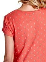 Czerwony t-shirt w drobne kotwice