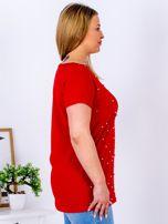 Czerwony t-shirt z perełkami PLUS SIZE                                  zdj.                                  3