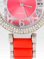 Czerwony zegarek na bransolecie z cyrkoniami na tarczy