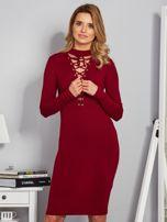 Dopasowana sukienka z chokerem i wiązaniem bordowa                                  zdj.                                  1