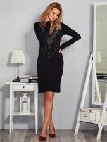 Dopasowana sukienka z ozdobnymi dżetami czarna                                  zdj.                                  4