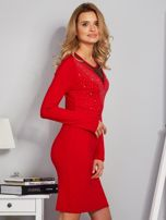 Dopasowana sukienka z ozdobnymi dżetami czerwona                                  zdj.                                  5