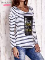 Ecru bluzka w paski z napisem                                  zdj.                                  3