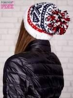 Ecru czapka w etniczny wzór