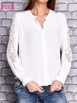 Ecru koszula z koronkowymi wstawkami na ramionach                                   zdj.                                  1