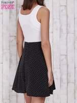 Ecru sukienka retro w groszki z wycięciem przy dekolcie                                   zdj.                                  2