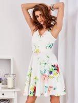 Ecru sukienka w kolorowe kwiaty                                  zdj.                                  8