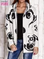 Ecru sweter long hair z ornamentowym motywem                                  zdj.                                  6