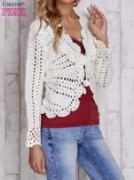 Ecru sweter z wiązaniem                                  zdj.                                  3