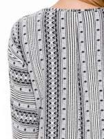 Ecru swetrotunika w azteckie wzory z ozdobnym suwakiem