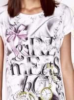 Ecru t-shirt damski z napisem GIRL MEETS BOY