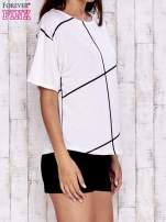 Ecru t-shirt z geometrycznym motywem                                                                          zdj.                                                                         3