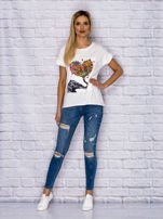 Ecru t-shirt z malarskim nadrukiem                                  zdj.                                  4