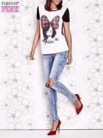 Ecru t-shirt z nadrukiem dziewczyny i tiulowym tyłem                                  zdj.                                  6