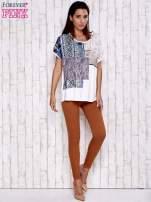 Ecru t-shirt z nadrukiem i naszywką z wzorem paisley                                  zdj.                                  2