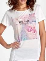 Ecru t-shirt z nadrukiem kwiatowym i napisem NEW YORK                                  zdj.                                  5