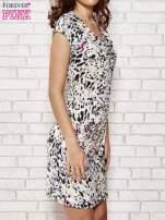 Ecru wzorzysta sukienka z drapowaniem