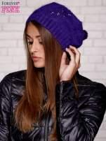 Fioletowa czapka z angory z aplikacją