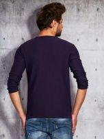 Fioletowy sweter męski z kieszonką                                  zdj.                                  2