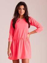 Fluo różowa sukienka z koronką przy dekolcie                                  zdj.                                  1