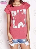Fuksjowy t-shirt z motywem gwiazdy i dżetami                                  zdj.                                  1
