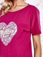 Fuksjowy t-shirt z napisem JE T'AIME i dekoltem na plecach                                  zdj.                                  5