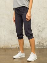 Grafitowe spodnie capri z aplikacją                                  zdj.                                  1