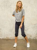Grafitowe spodnie capri z aplikacją                                  zdj.                                  4