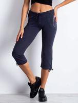 Grafitowe spodnie dresowe capri z boczną kieszonką                                  zdj.                                  4