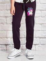 Grafitowe spodnie dresowe dla dziewczynki LITTLE UNICORN                                  zdj.                                  1
