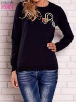 Granatowa bluza z kolorowymi naszywkami                                  zdj.                                  1