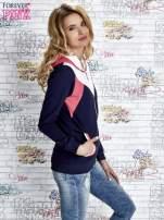 Granatowa bluza z kolorowymi wstawkami